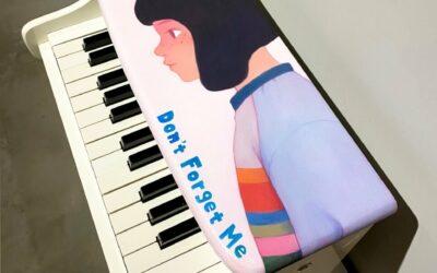 Un portrait sur piano jouet